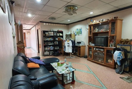 For Sale Retail Space 800 sqm in Chom Thong, Bangkok, Thailand