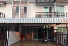For Sale 2 Beds Townhouse in Mueang Kamphaeng Phet, Kamphaeng Phet, Thailand