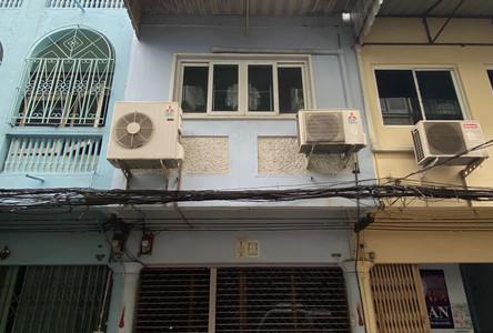 For Rent 3 Beds Shophouse in Khlong Toei, Bangkok, Thailand