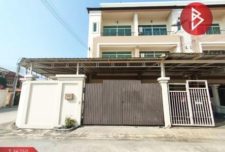 For Sale 3 Beds Townhouse in Mueang Samut Prakan, Samut Prakan, Thailand