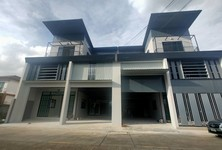 For Sale 6 Beds Office in Lam Luk Ka, Pathum Thani, Thailand
