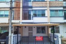 For Sale 3 Beds タウンハウス in Bang Phli, Samut Prakan, Thailand