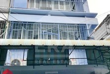 For Sale Retail Space 68 sqm in Ratchathewi, Bangkok, Thailand