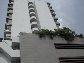 Located in the same area - Supapong Place