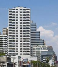 В том же здании - Watthana Heights