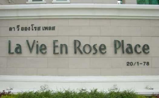 La Vie En Rose Place